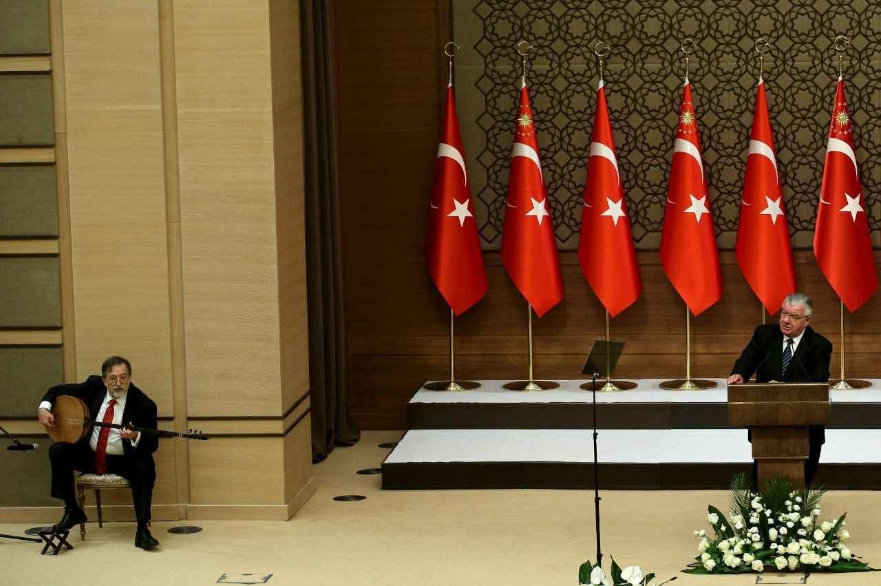 Beştepe'de tarihçi Murat Bardakçı çaldı, Erol Sayan söyledi