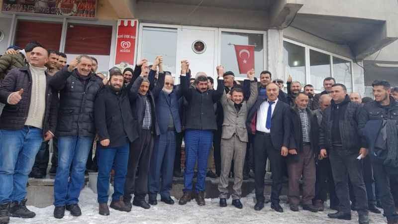 AKP'den istifa edip 300 kişiyle Saadet Partisi'ne geçtiler