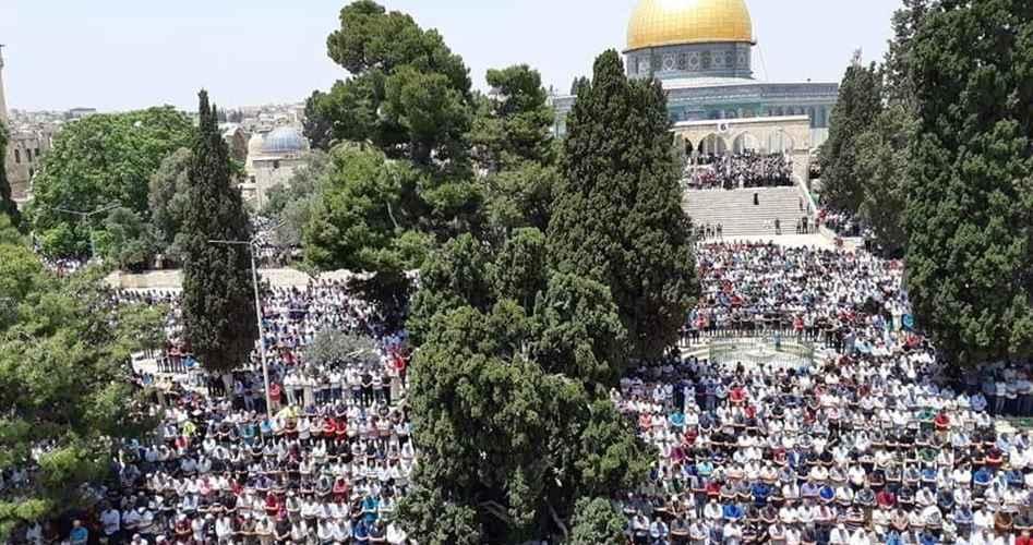 Yüz bin kişi Mescid-i Aksa'da Cuma namazını eda etti