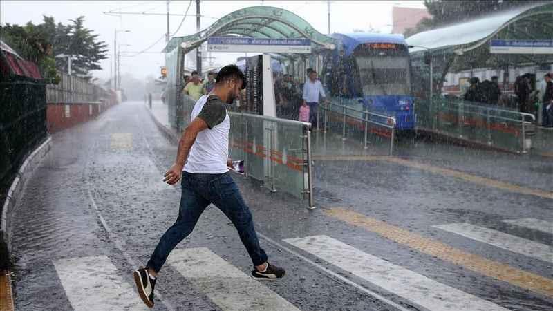 Meteoroloji İstanbul hava durumu: Sıcaklık düşüyor, yağış geliyor