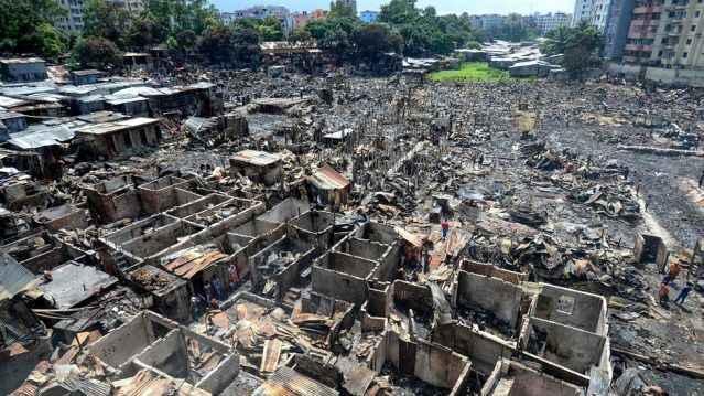 Bangladeş büyük yangın felaketi: 15 bin ev yandı