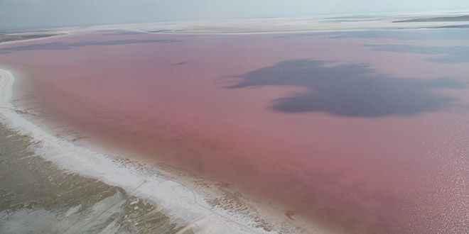 Tuz Gölü renk değiştirdi