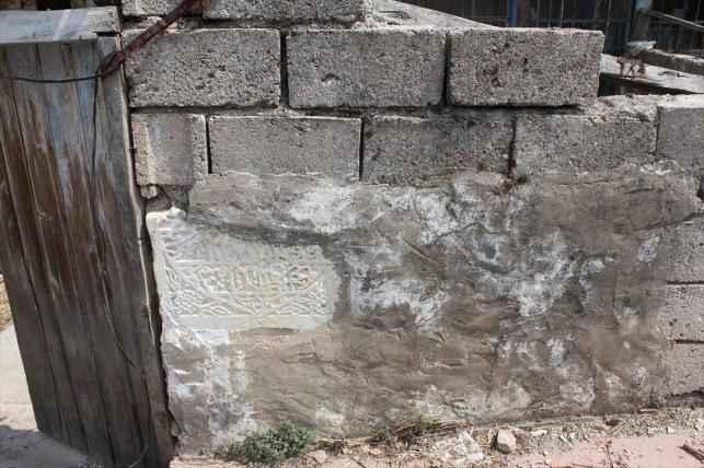 Antik eserleri duvar diye örmüşler!