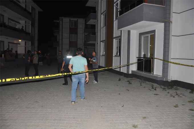 Sakarya'da bir apartmandaki kişi üst komşusunu vurdu