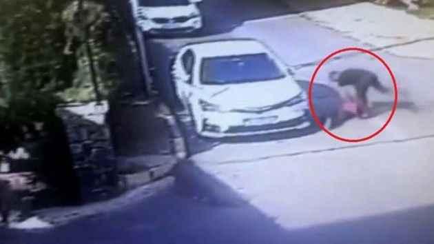 Arabasına erik çekirdeği atan çocuğu dövdü, savunması pes dedirtti