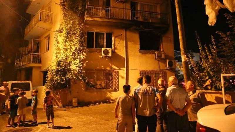 İzmir'de buzdolabı bomba gibi patladı!