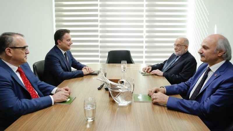 Karamollaoğlu Babacan'la bir araya geldi; görüşmede dikkat çeken detay