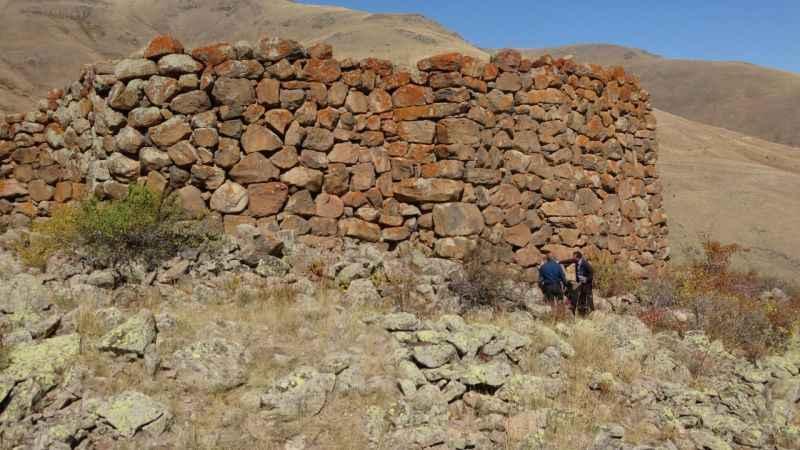 Erzurum'da 2 bin 700 yıllık kalede tescil çalışması