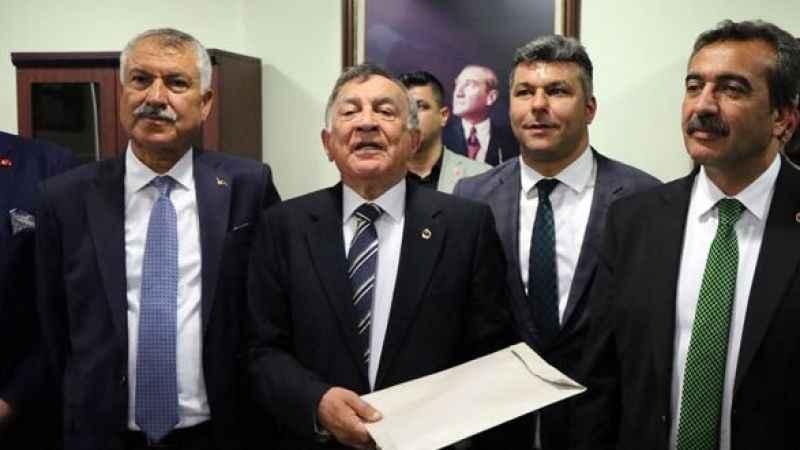 CHP'li belediye başkanları kavga etti!