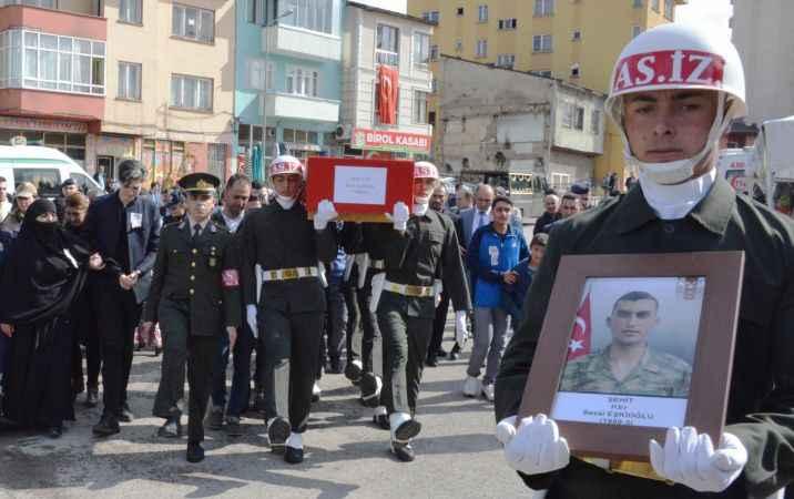 Şehit askeri, Erzurum'da 20 bin kişi son yolculuğuna uğurladı