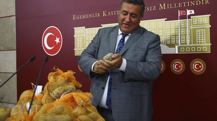 Meclis'te yerli tescilli patatesi tanıttı: Milli serveti çürütüyoruz