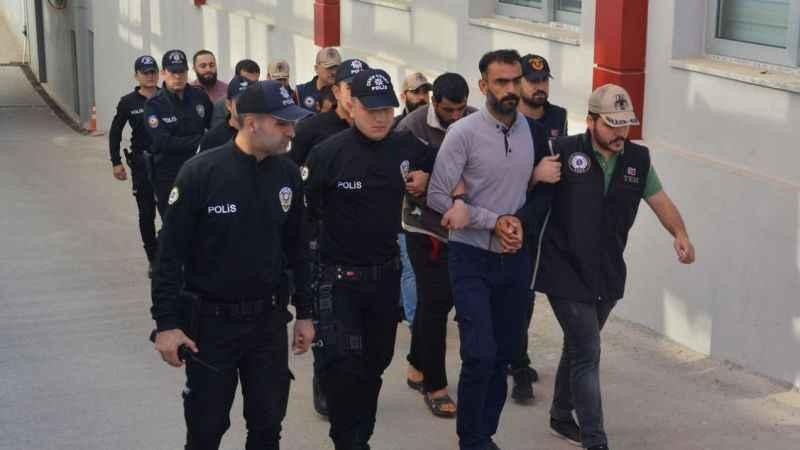 Operasyonda gözaltına alınan 8 Suriyeli, sınır dışı edildi