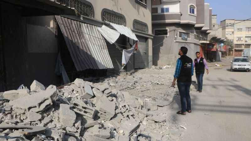 Terör devleti İsrail, Gazze'de İnsani Yardım Derneği'ni bombaladı