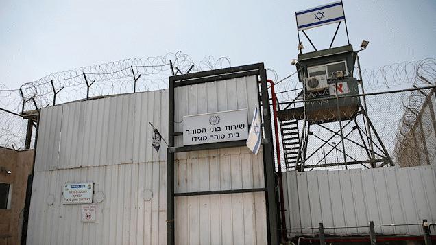 İsrail zindanlarındaki üç esir açlık grevine devam ediyor
