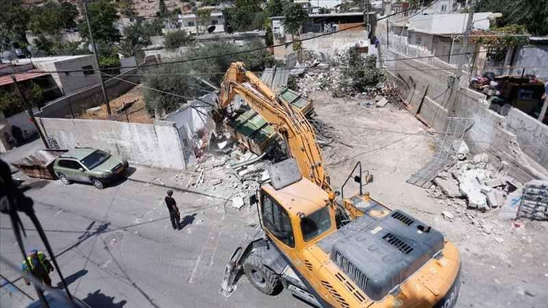 Siyonist İsrail Batı Şeria ve Kudüs'te Filistinlilere ait evleri yıktı