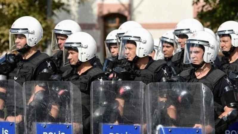 Adana'da gösteri ve yürüyüşlere 15 gün boyunca yasak getirildi