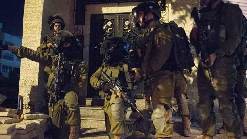 İşgalciler İslami hareket liderlerinden birinin evine baskın düzenledi