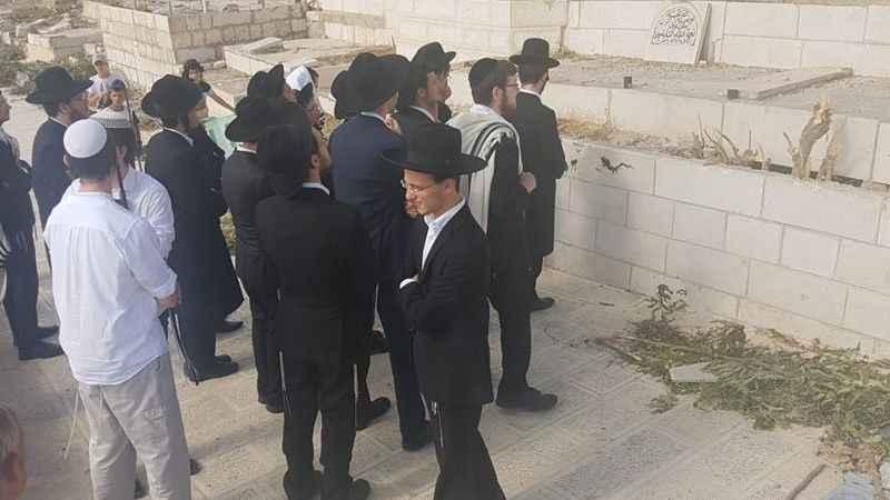 Yahudi işgalciler Babu'r-Rahme Mezarlığı'nı kirletti