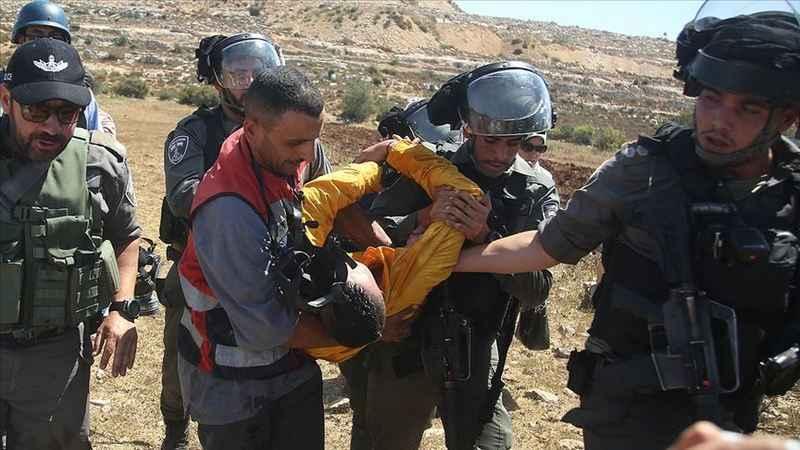 İşgalci İsrail güçleri 2'si çocuk 18 Filistinliyi gözaltına aldı