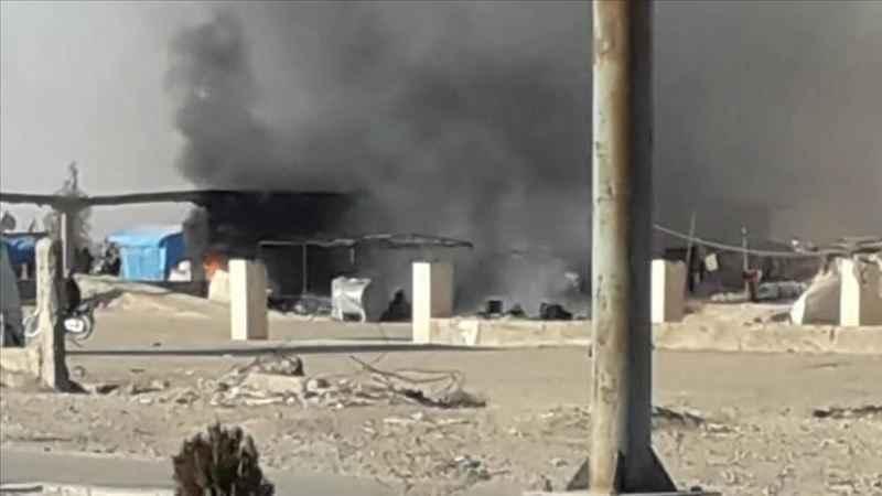 Terör örgütü YPG/PKK Deyrizor'da sığınmacı kampını ateşe verdi