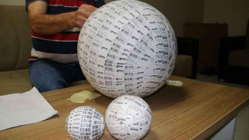 Atık barkodlardan top yaptı