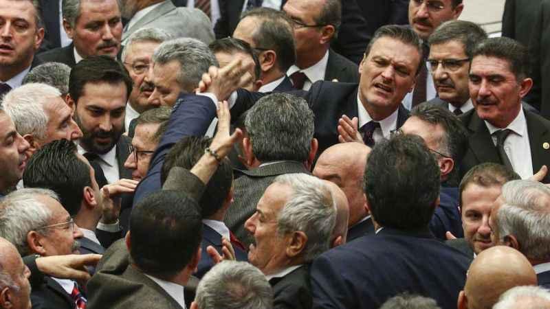 TBMM'de CHP ile Ak Parti milletvekilleri arasında gerginlik