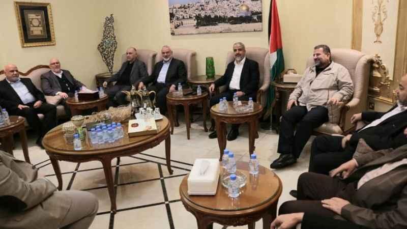Heniyye başkanlığındaki Hamas heyeti Doha'ya ulaştı