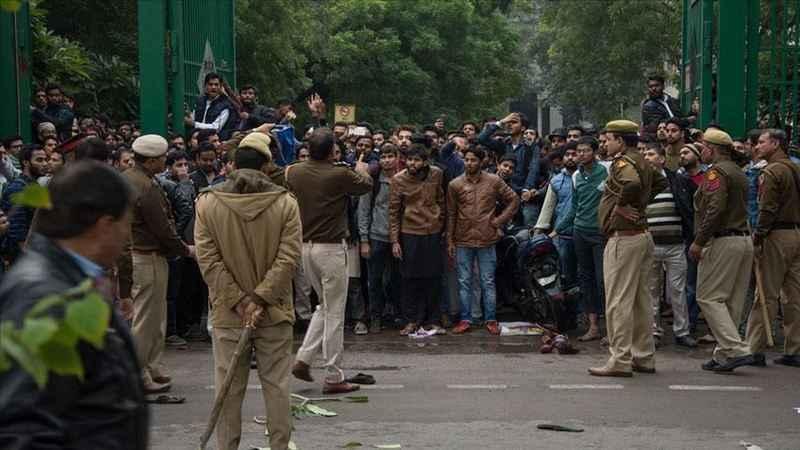 Hindistan'daki polis şiddeti üniversitelerde protesto edildi