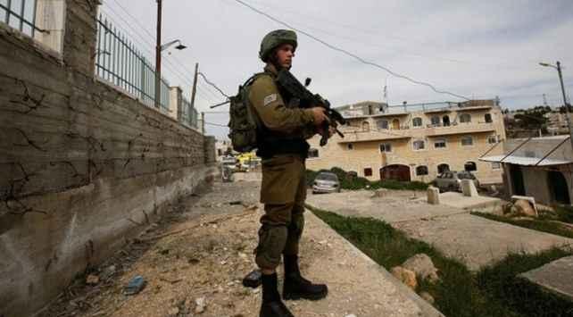 İsrail güçleri 1'i çocuk 13 Filistinliyi gözaltına aldı