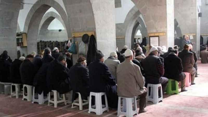 Diyanet'ten camilerdeki namaz kılma şekline yorum