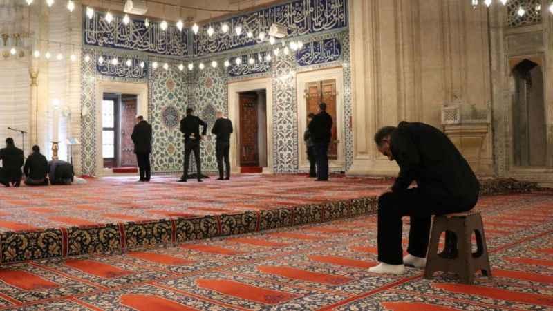 Diyanet'in 'tabure' uygulaması Selimiye Camii'nde başladı