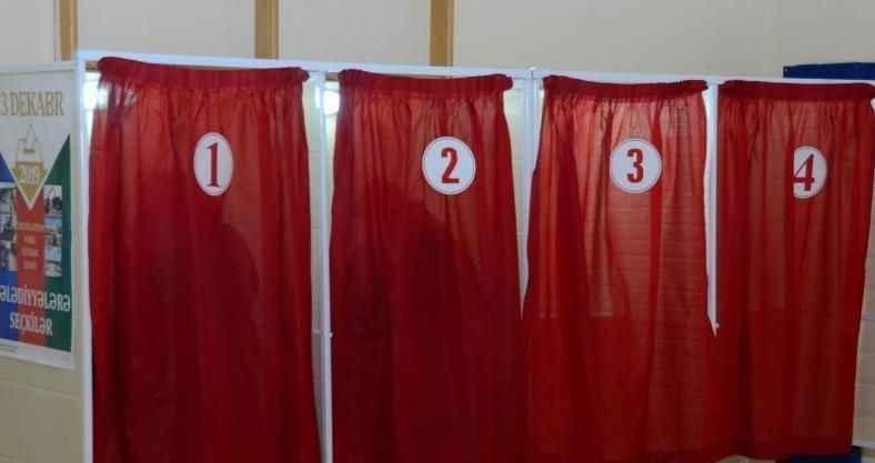 Azerbaycan'da halk, yerel seçimler için sandık başında