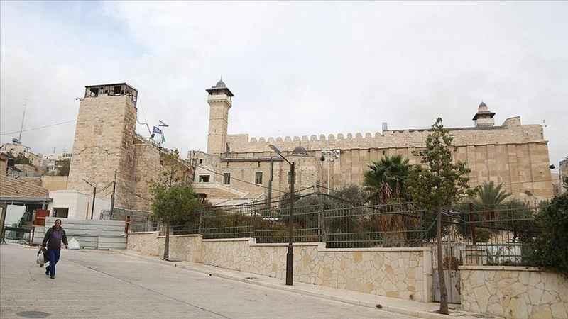 Yahudi işgalciler, Hz. İbrahim Camii'ne şamdanlık yerleştirdi