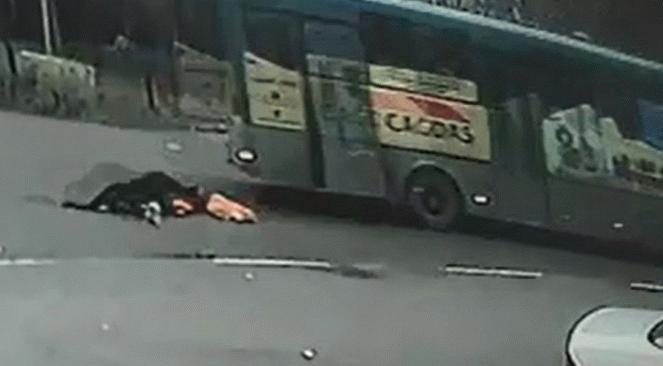 Halk otobüsünden düşen kadın hayatını kaybetti