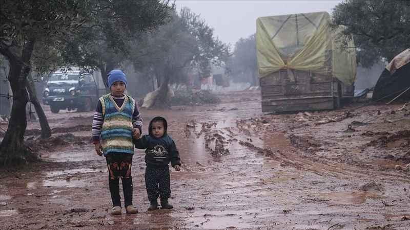 İdlib'den kaçan Suriyeliler hayata tutunmaya çalışıyor