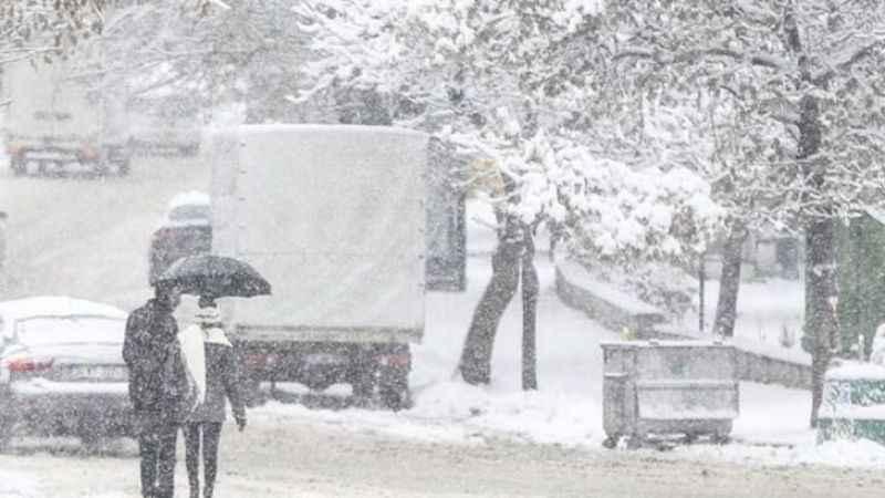Buz pistine dönen Ankara'da araçlar kaydı - Son dakika haberler