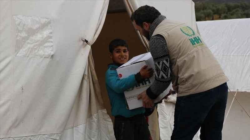 """İHH'den İdlib'den Afrin""""e göç eden sivillere gıda yardımı"""