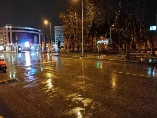 İstanbullular dikkat ! Sağanak yağış etkisini artırdı
