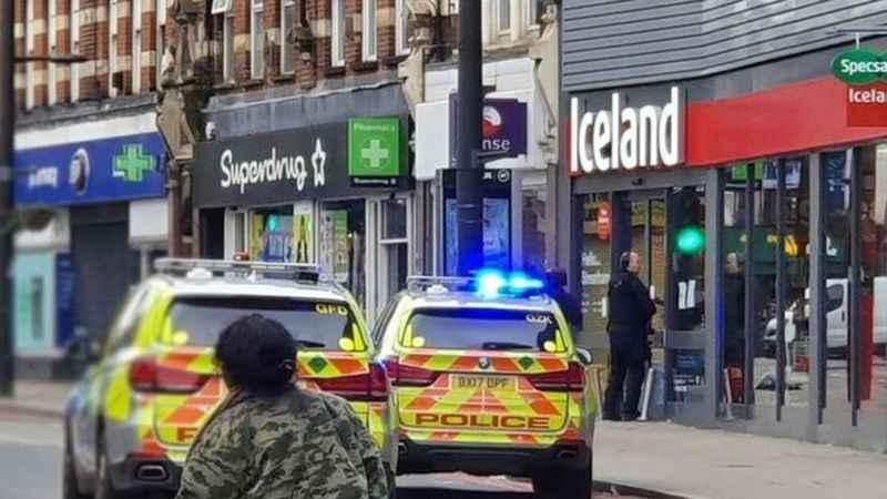 Londra'da bıçaklı saldırı; saldırgan polis tarafından vuruldu