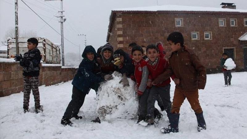 Yoğun kar yağışından dolayı eğitime 1 gün ara verildi