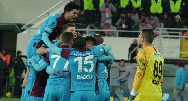 Trabzonspor Gençlerbirliği karşısında da esti, liderliğe oturdu