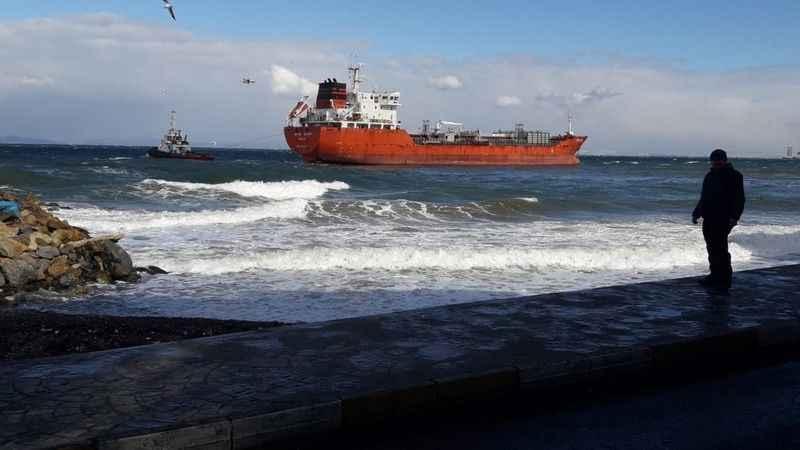 Yalova'da petrol tankeri karaya oturdu! Korku dolu anlar yaşandı