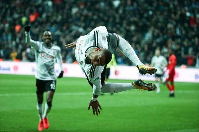 Boateng ilk maçında golünü atıp takla şovu yaptı