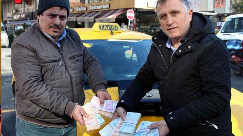 Taksi sürcüsünden örnek davranış! Sahibine ulaştırdı