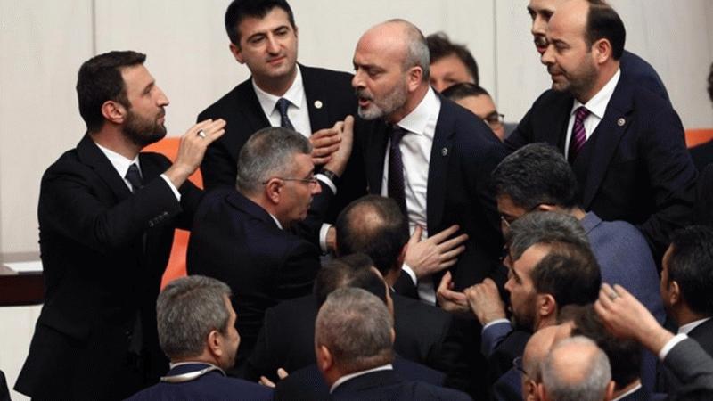 """Meclis'te """"Az yiyin beyler"""" kavgası"""