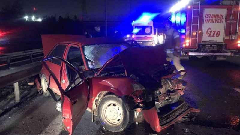 İstanbul'da trafik kazası! Otomobil bariyere çarptı