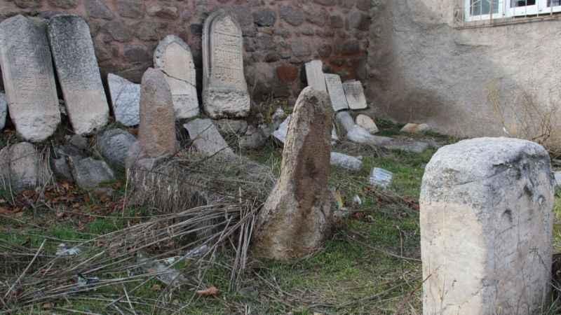 Ecdat'a verdiğiniz değer bu mu? 800 yıllık yadigar yok oluyor!