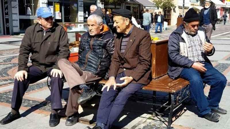 Bakanlık'tan flaş açıklama: 65 yaş üstüne dışarı çıkma sınırlaması!