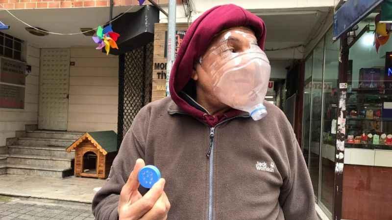 Pet şişeden maske yapan esnaf: İnsanın yapamayacağı bir şey yok