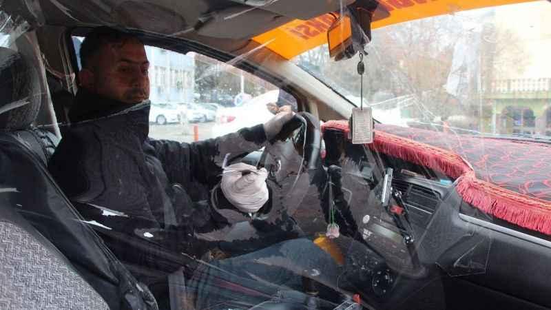 Bingöllü taksiciden şeffaf kabinli koronavirüs önlemi!
